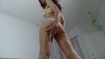 Shrunk by a hot MILF! starring Eva Long