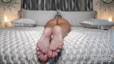 Naked Distraction - Bare Feet Nude MILF - Nikki Ashton