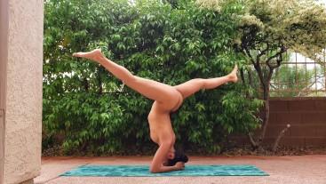 Hot Girl Does Naked Yoga Outside