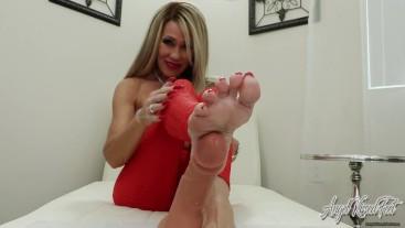 Cock Stroking Mature MILF Soles - Nikki Ashton