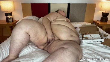 SSBBW FEEDEE IVY DAVENPORT IS OVER STUFFED AND CUMMING AS SHE GETS FATTER