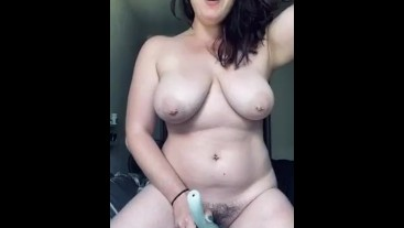 HOT TEEN BABE USES NEW TOY TO REACH SHAKING ORGASM