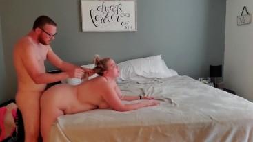 Curvy mom gets a quick creampie