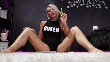 Your Queen Smoking VS120 - Nikki Ashton